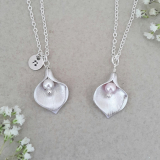 Zoe Hearts - Calla Lily Flower Necklace with Pearl